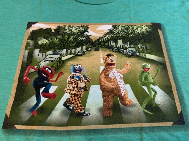 NEW THE MUPPETS ABBEY ROAD T-SHIRT SIZE XL BEATLES KERMIT GONZO FOZZIE ANIMAL
