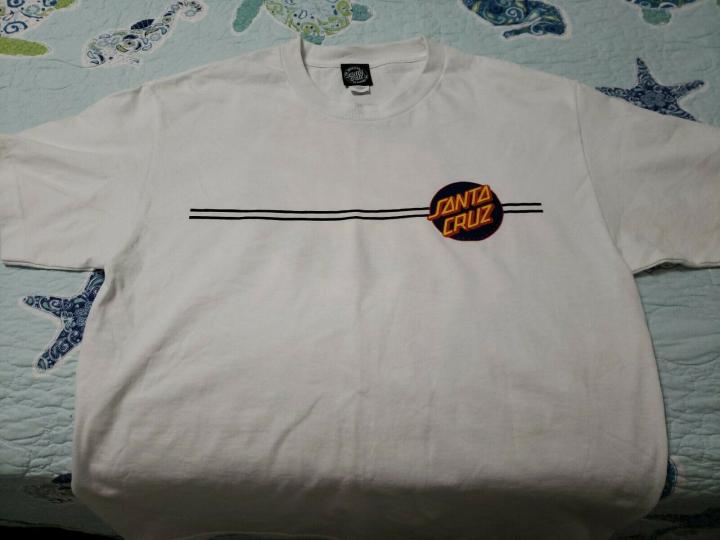 Santa Cruz Dot Design Tshirt Lg 100% Cotton
