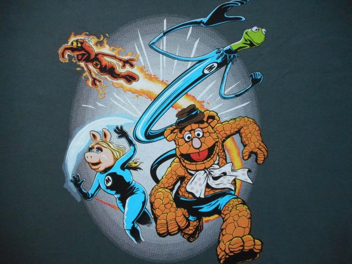 THE MUPPETS FANTASTIC FOUR Kermit Piggy Fozzie Gonzo Henson Mens T-Shirt MEDIUM