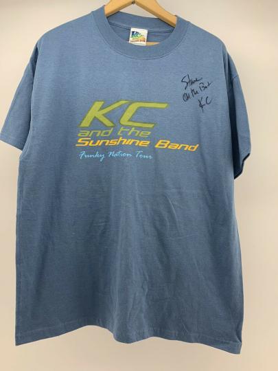 Vintage KC And The Sunshine Band Graphic T-shirt KC AUTOGRAPH to Steve Size L