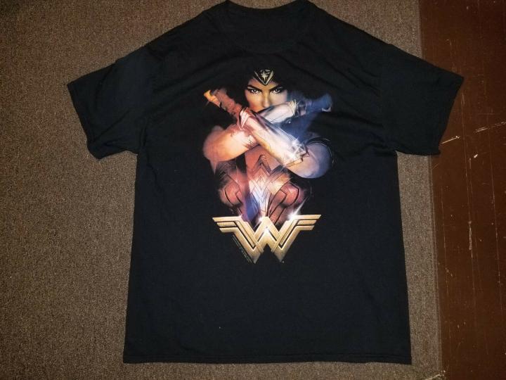 WONDER WOMAN Movie Poster Graphic Shirt sz XL EXCELLENT CONDITION!